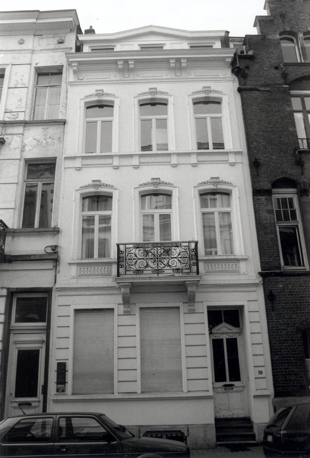 Rue d\'Écosse 19., 2002
