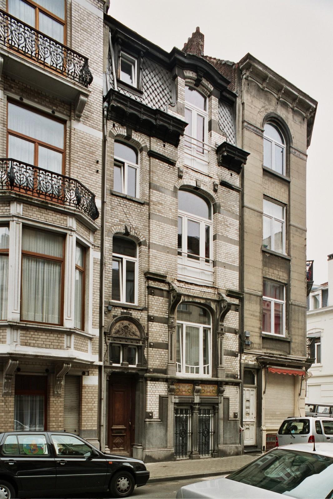 Rue Fernand Bernier 32., 2004