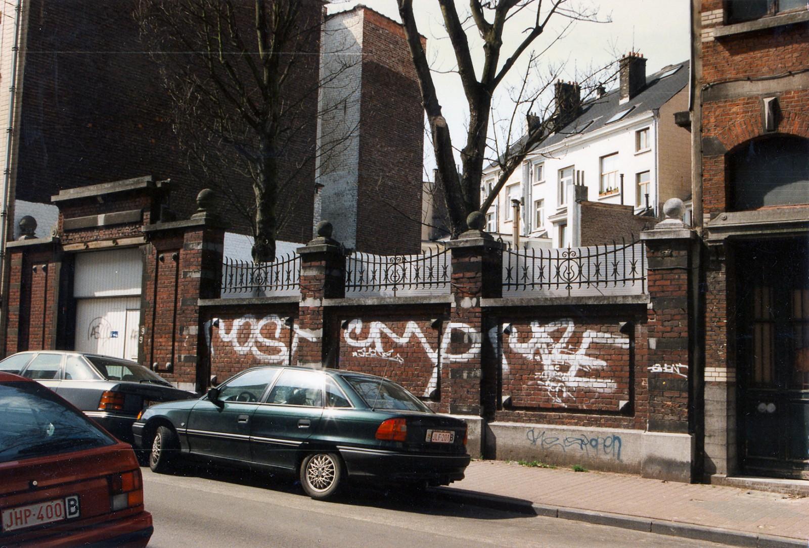 Rue de la Glacière  5-9, mur clôturant l'arrière de la propriété de la rue Ducpétiaux 38., 1996