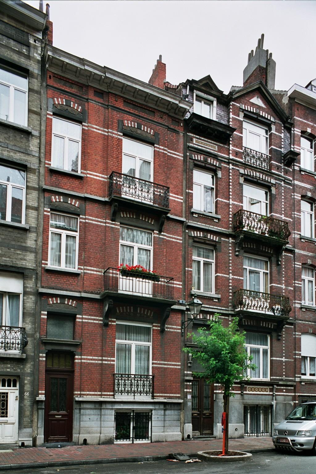 Rue Gustave Defnet 68 et 70., 2004