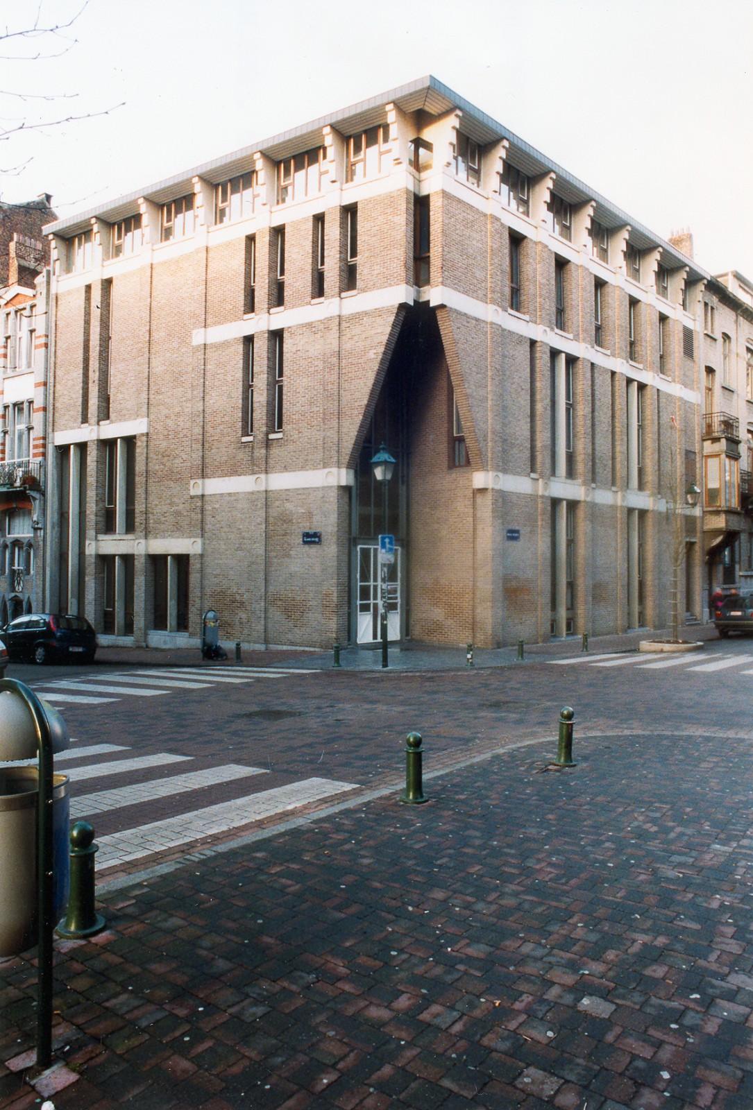 Institut supérieur Saint-Luc., 2004