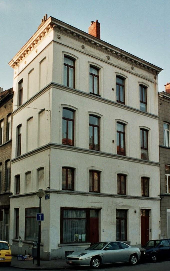 Place Loix 21-23., 2004