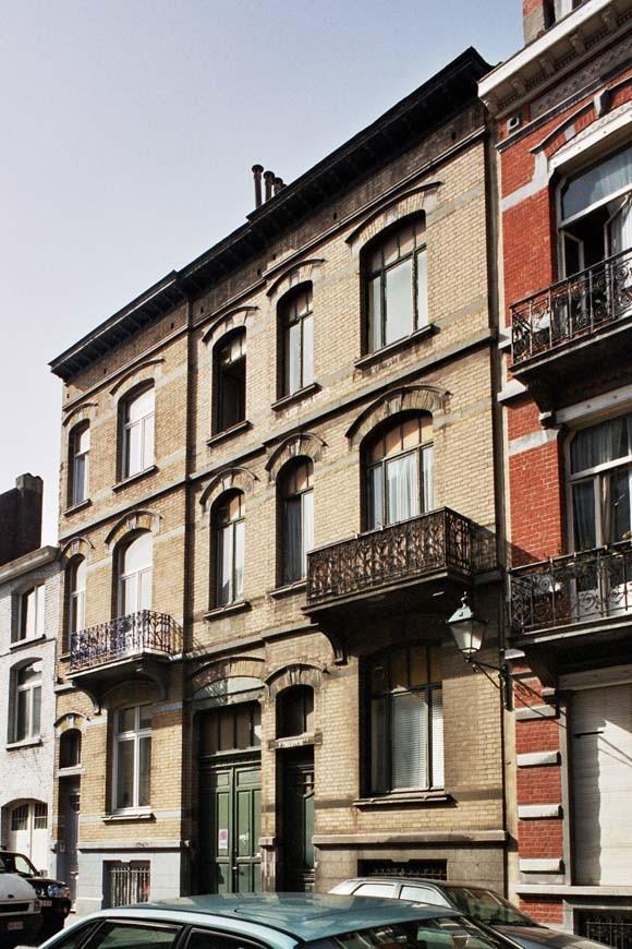 Rue Maurice Wilmotte 6 et 8., 2004