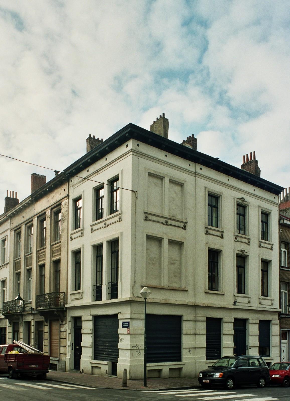 Rue Saint-Bernard 87, 85, 83 et rue de Neufchâtel 56., 2004