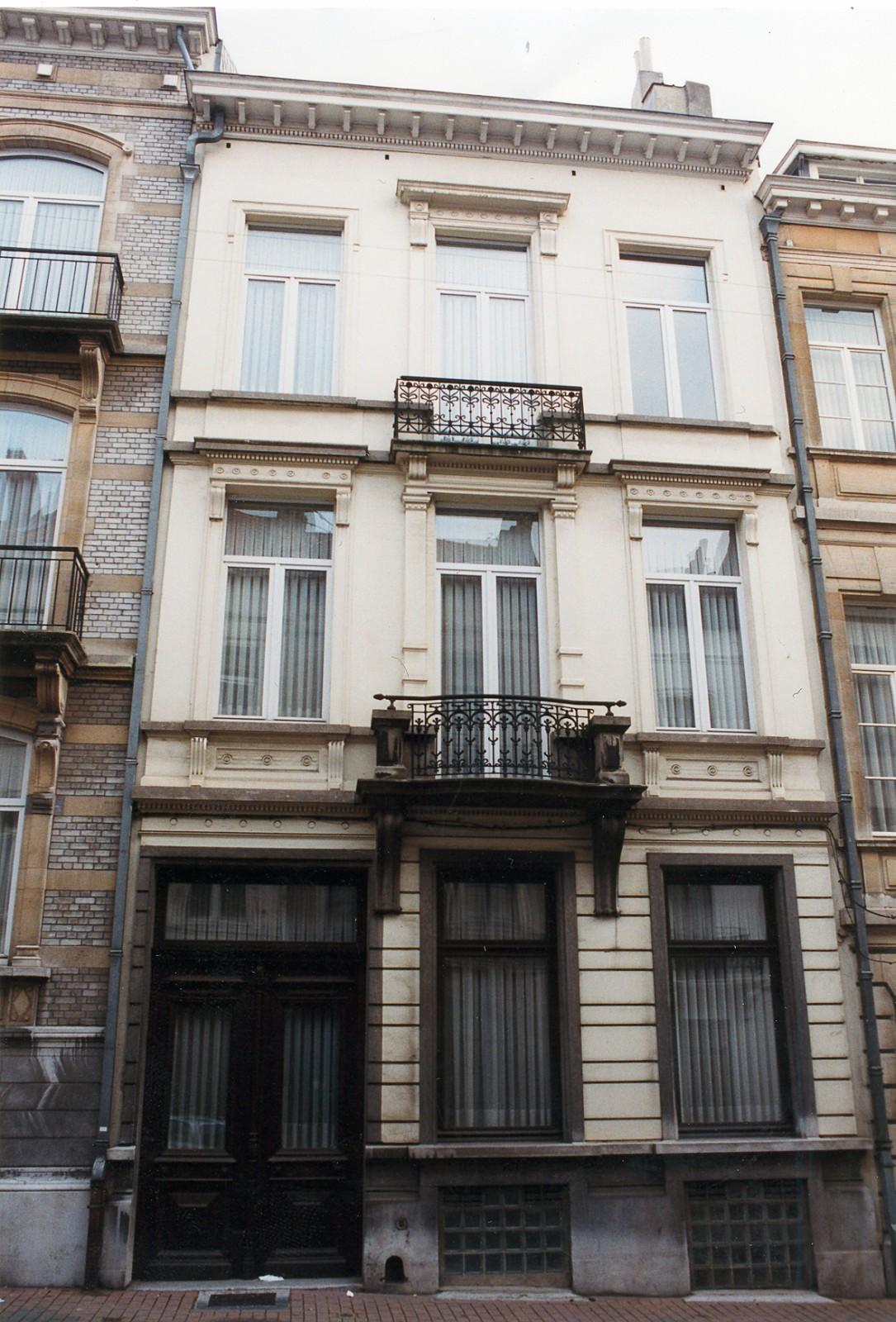 Rue Saint-Bernard 92., 1999