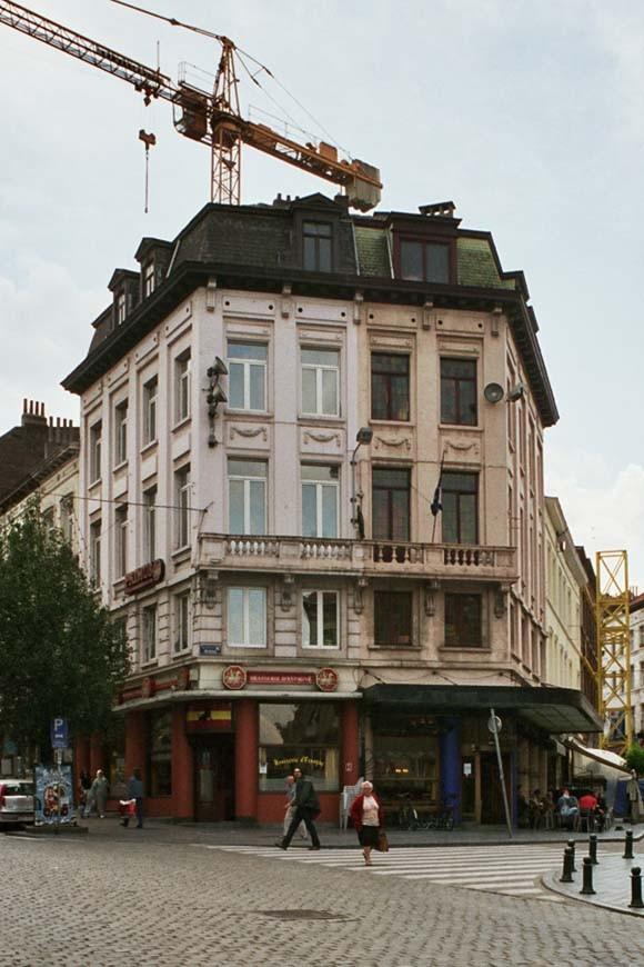 Parvis Saint-Gilles 11-13 et chaussée de Waterloo 59., 2004