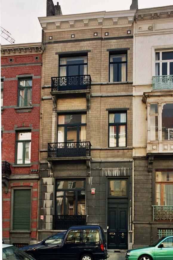 Rue Simonis 9., 2004