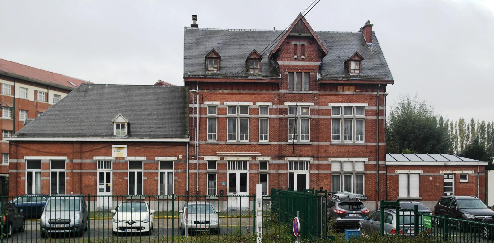 Chaussée de Mons 1179 et rue des Trèfles 65, dépôt pour les chemins de Fer Vicinaux, bureaux et guichets situés chaussée de Mons, 2015