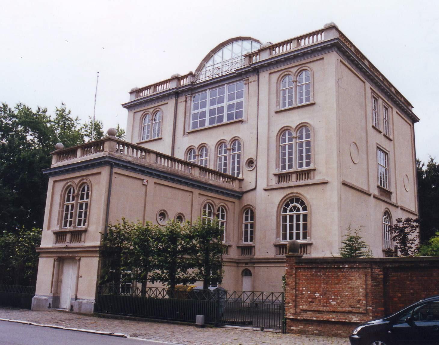 Rue Père Eudore Devroye 245., 2002