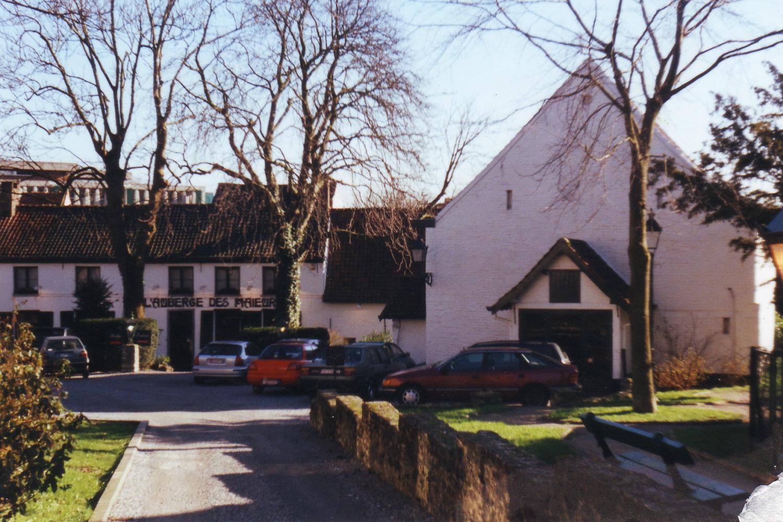 Parvis Saint-Pierre 1, ancienne ferme de la famille Thielemans. Vue générale depuis le parvis., 2002