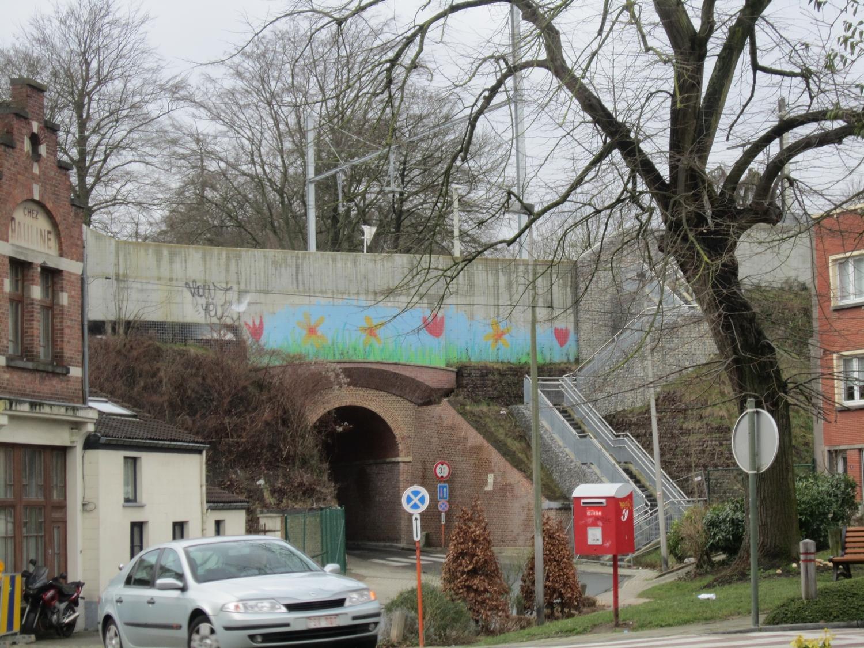 Rue du Bien-Faire, pont du chemin de fer, 2015