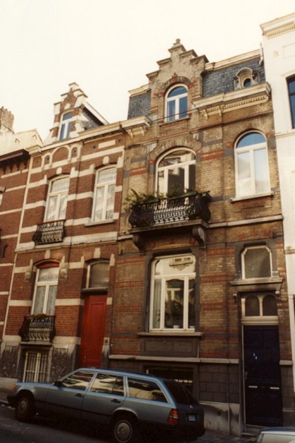 Rue André Van Hasselt, à droite le no 14, à gauche le no 16 (photo 1993-1995).
