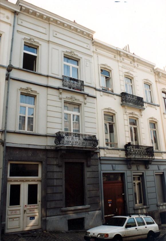 Rue de l\'Ascension, à gauche le no 36, à droite le no  34 (photo 1993-1995).