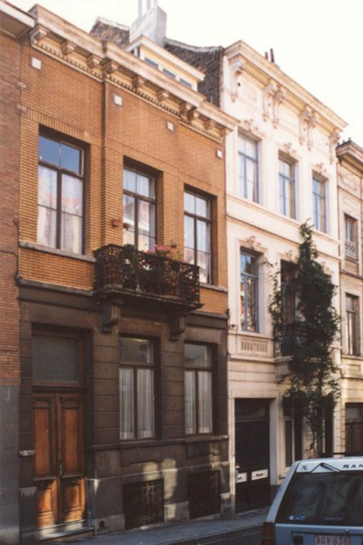 Rue du Cadran, à gauche le no 32, à droite le no 30 (photo 1993-1995).