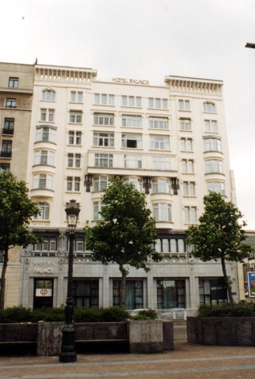 Palace Hôtel, façade place Charles Rogier (photo 1993-1995).