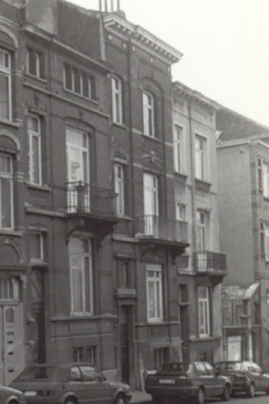 Rue de la Ferme, de doite à gauche les nos 114, 112 et 110 (photo 1993-1995).
