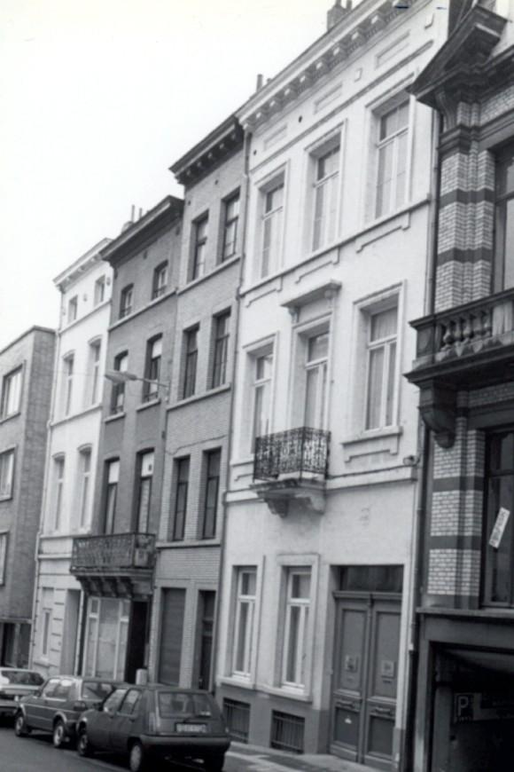 Waterkrachtstraat, vooraan nr 24 gevolgd door nr 26., 1993