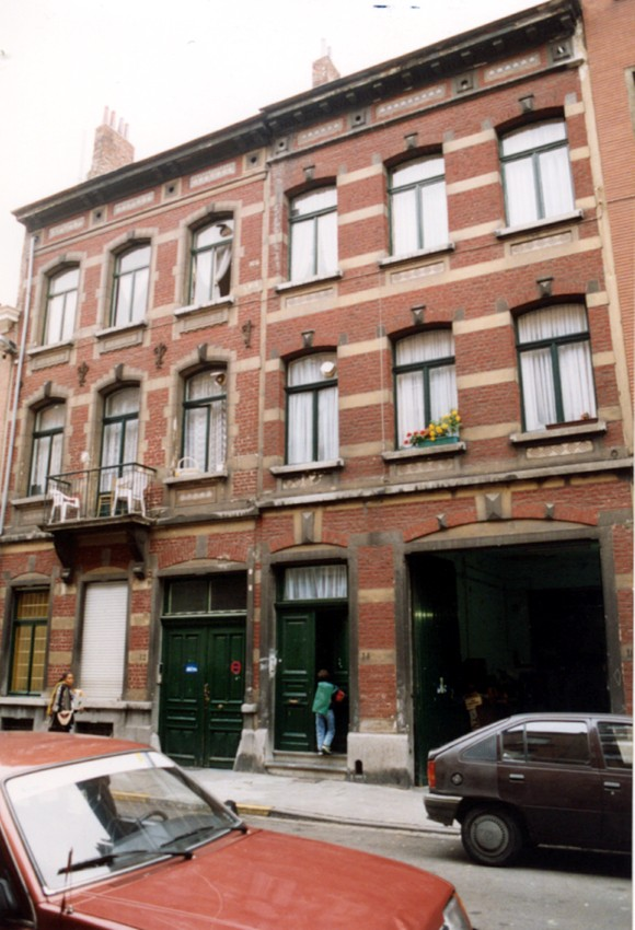 Rue Joseph Dekeyn, à gauche le no 12, à droite le no 14-16 (photo 1993-1995).