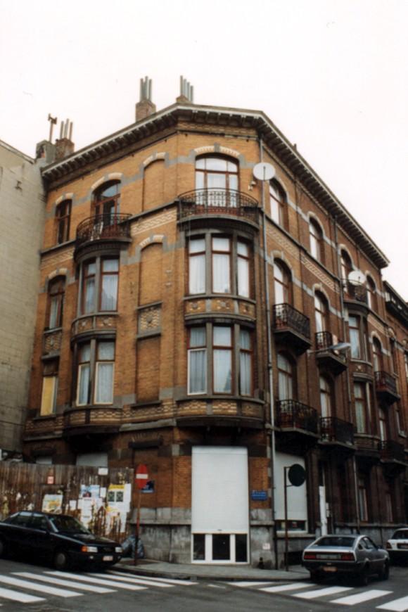 Rue de la Limite 79-81 à l'angle de la rue du Moulin (photo 1993-1995).