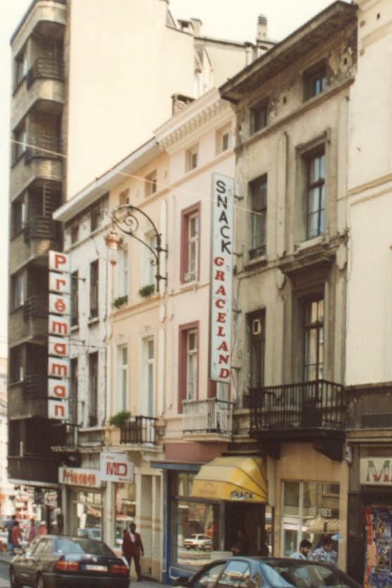 Chaussée de Louvain, les deux maisons à l\'avant-plan sont les nos 66 à 70 (photo 1993-1995).
