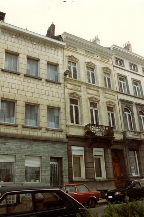 Rue Marie-Thérèse 77 (à droite) (photo 1993-1995).