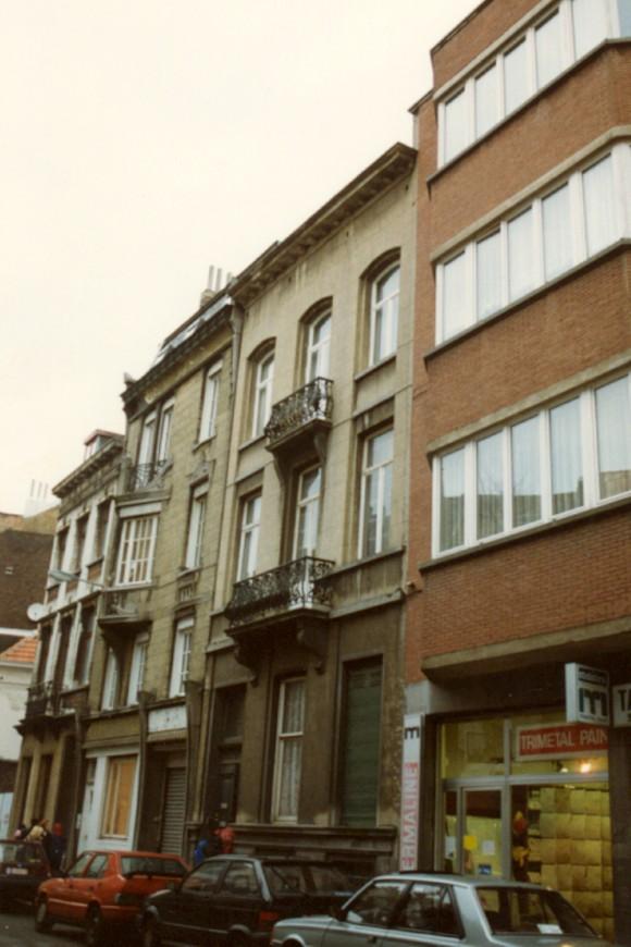 Rue Saint-Josse, à droite le no 17 (photo 1993-1995).