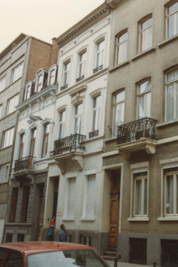 Rue Saint-Josse, à droite le no 18 (photo 1993-1995).