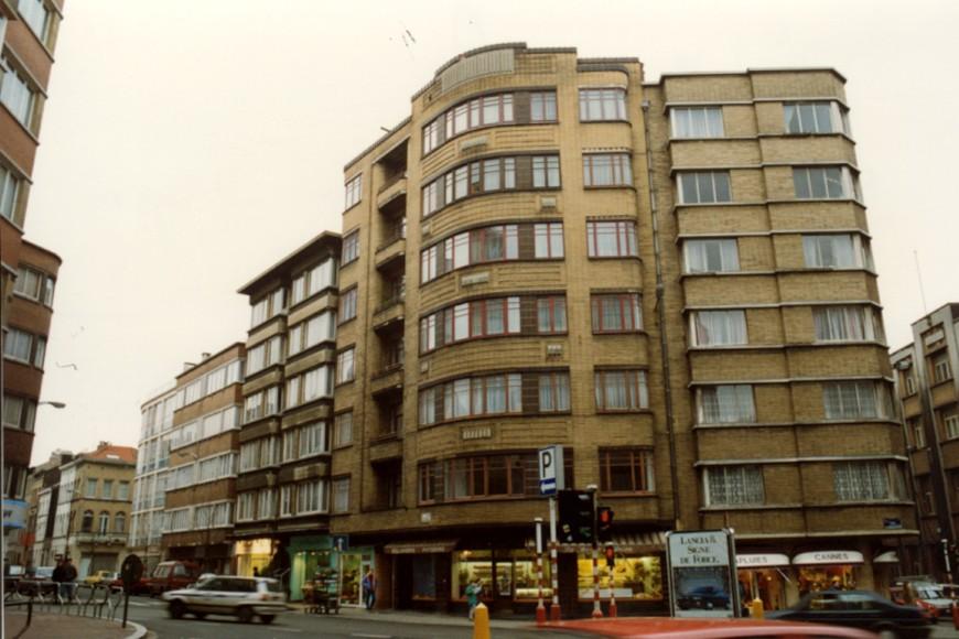 Saksen-Coburgstraat 2-4 op hoek met Leuvensesteenweg (foto 1993-1995).