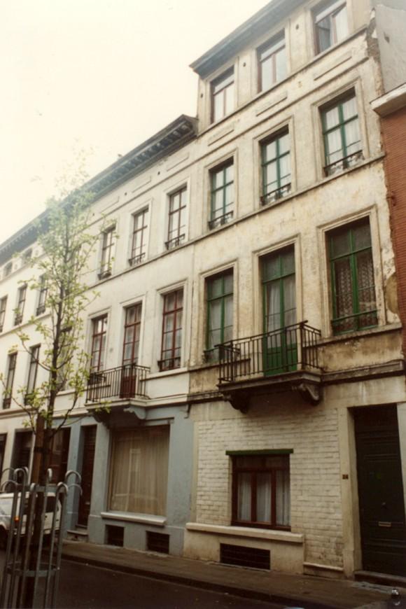 Rue Traversière 24 (à droite), 26 et 28 (photo 1993-1995).