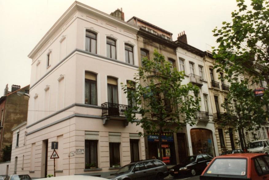 Rue de Verviers 1 et rue des Deux Églises 73-71 (photo 1993-1995).
