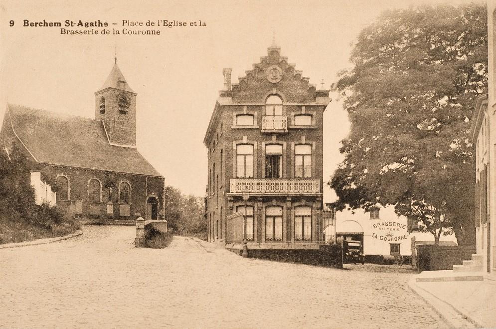Het kerkplein en de voormalige <i>Brasserie de la Couronne</i> langs de Groendreef (Verzameling Belfius Bank-Académie royale de Belgique © ARB – urban.brussels, DE32_095)