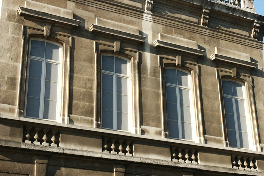 Blinde vensters met imitatie-schrijnwerk, Fontainashof, Sint-Gillis, 1867, arch. Antoine Trappeniers en Henri Beyaert., 2004