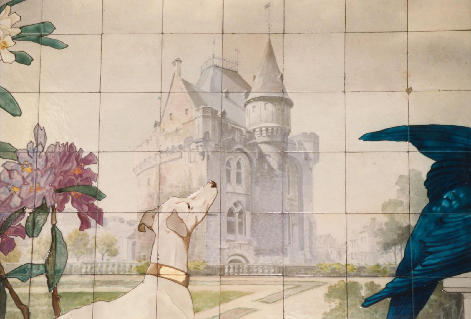 Détail d\'un tableau en carrelage de faïence représentant la Porte de Hal, rue Coenraets 56, Saint-Gilles, réalisé vers 1906 par la fabrique française de Sarreguemines., 1997