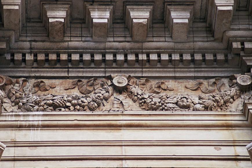 Frise richement ornée de festons, Bourse de Commerce, bd Anspach 80, Bruxelles, 1868, architecte L. P. Suys., 2005
