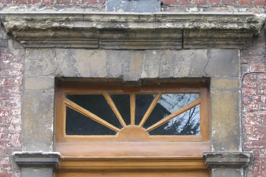 Porte sous plate-bande, cure de l\'église Saint-Pierre, Petite rue de l\'Eglise 2, Woluwe-Saint-Pierre, 1784., 2002