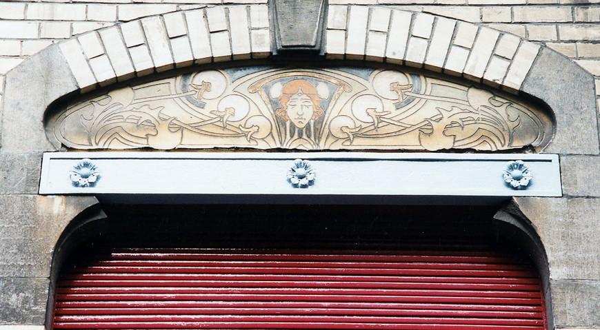 Linteau métallique, rue d\'Albanie 10, Saint-Gilles, 1901, architecte Louis Serrure., 2003