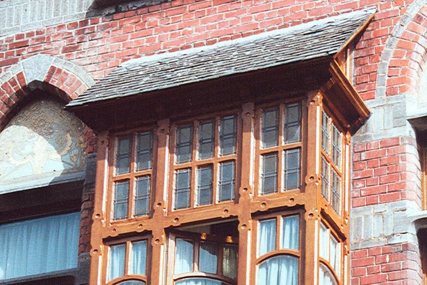 Logette de bois sous toit en appentis, anciennes maison et clinique du Docteur Lambrechts, rue Jean Wellens 27, Woluwe-Saint-Pierre, avant 1911., 2002
