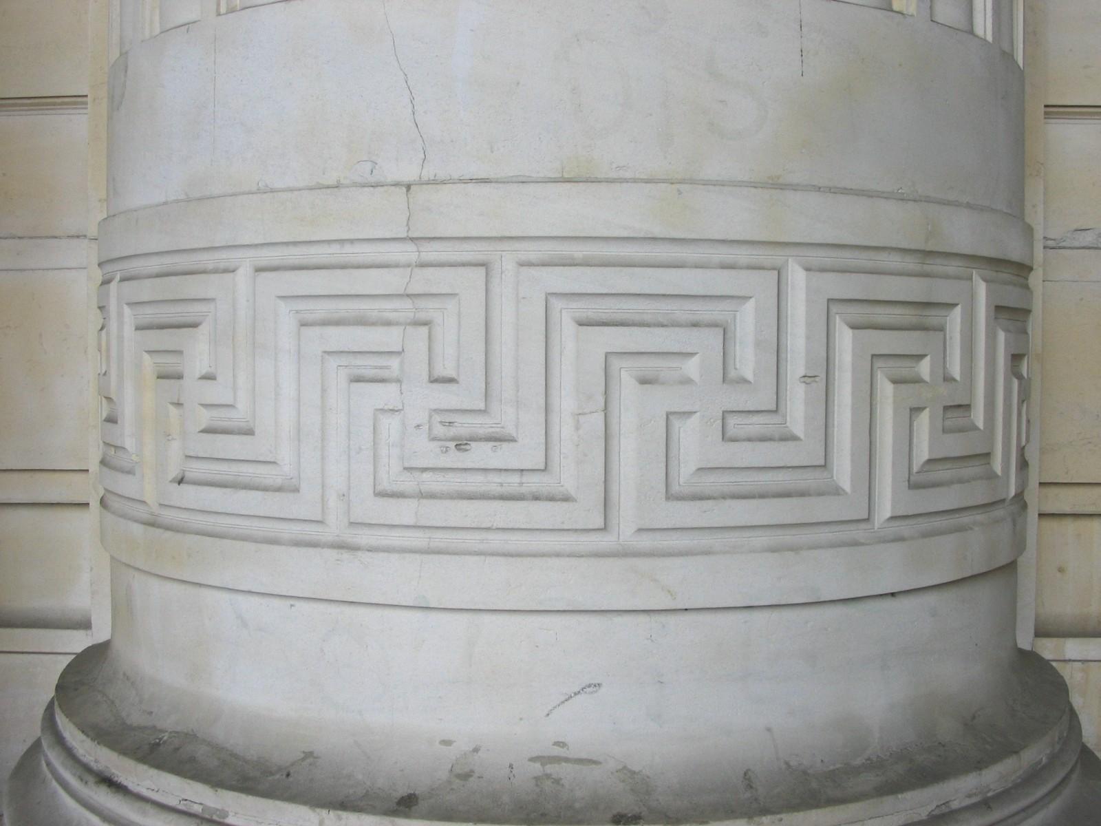 Frise de grecques au tracé complexe, Palais de Justice, place Poelaert, Bruxelles, 1862, architecte Joseph Poelaert., 2005