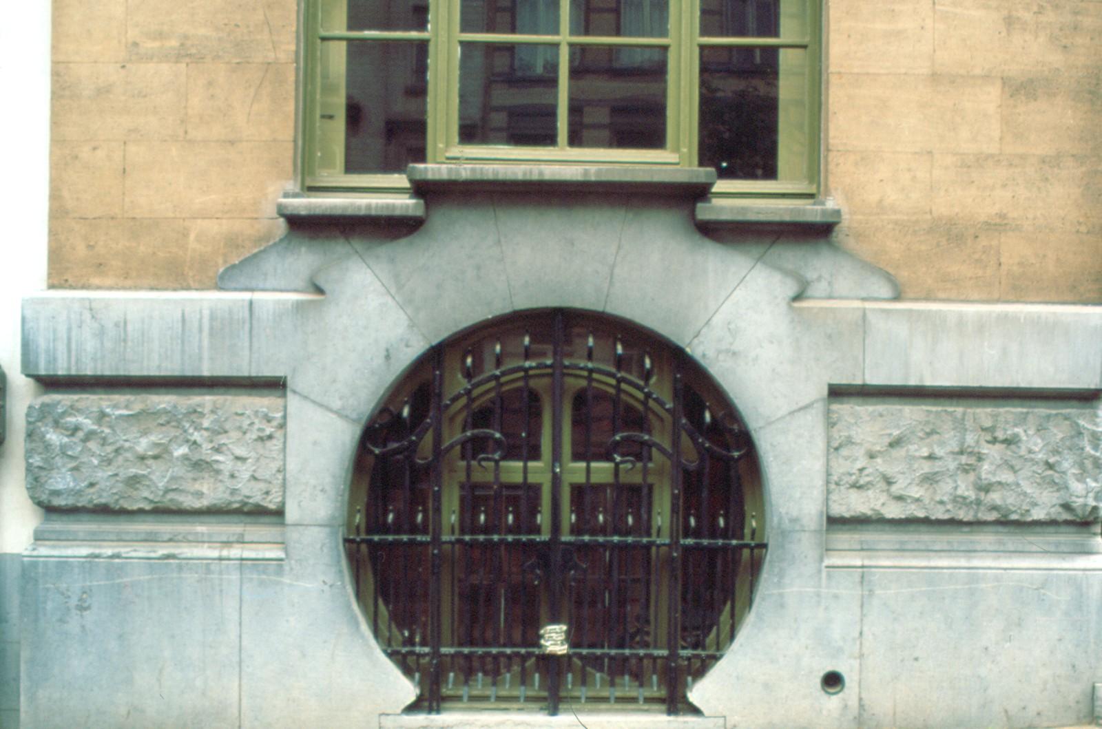 Détail du soubassement, avenue Michel-Ange 80, Bruxelles-extension, 1899, architecte Victor Taelmans.© photo Ch. Bastin & J. Evrard © MRBC