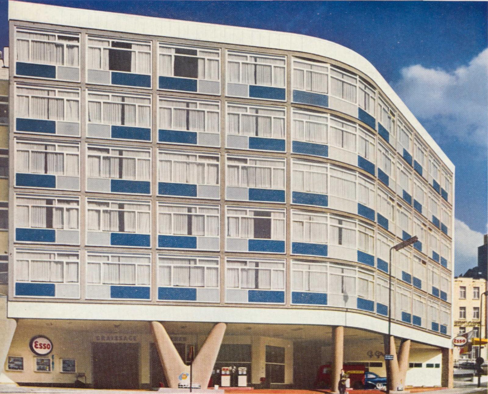 Bâtiment sur piliers en V, publicité pour le panneau sandwich de marque Glasal (<i>Architecture</i>, 27, 1959), place Saint-Lazare 1, Saint-Josse-ten-Noode, 1957, architecte Claude Laurens.