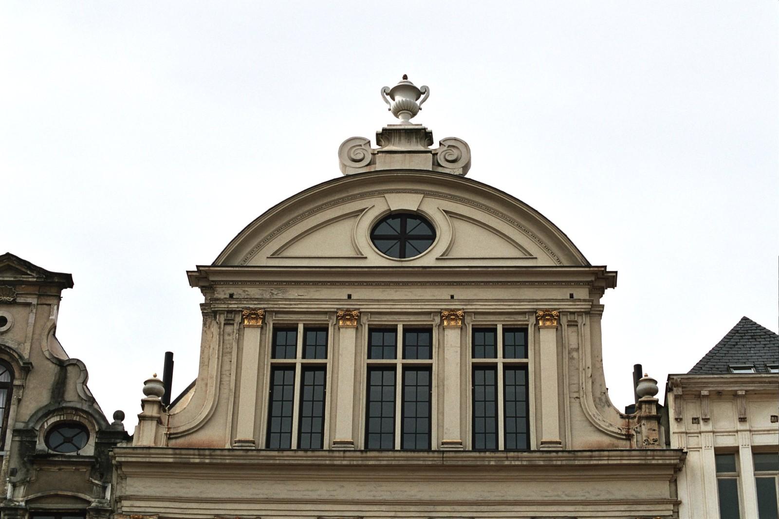 Pignon à un seul registre, rue du Marché aux Herbes 89, Bruxelles, 1696., 2005