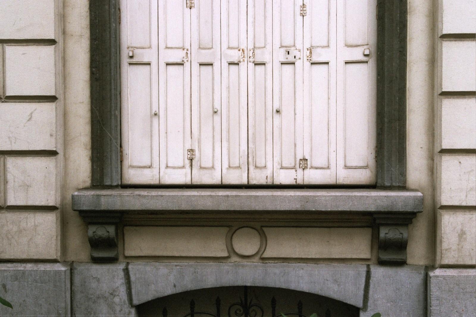 Appui de fenêtre, rue Potagère 77, Saint-Josse-ten-Noode, 1864., 2005