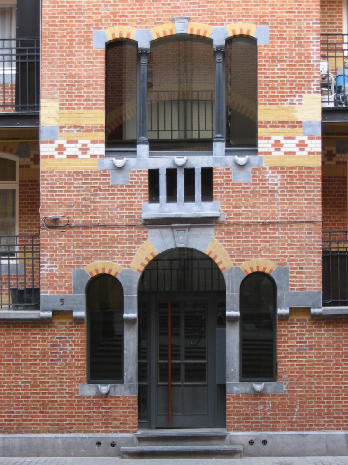 Deux triplets, Cité Hellemans, rue des Orfèvres, Bruxelles, 1906, architecte E. Hellemans., 2005