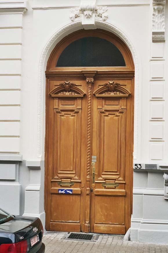 Porte cochère à deux vantaux en bois, rue d\'Angleterre 53, Saint-Gilles, 1875, architecte Jean De Somme., 2004