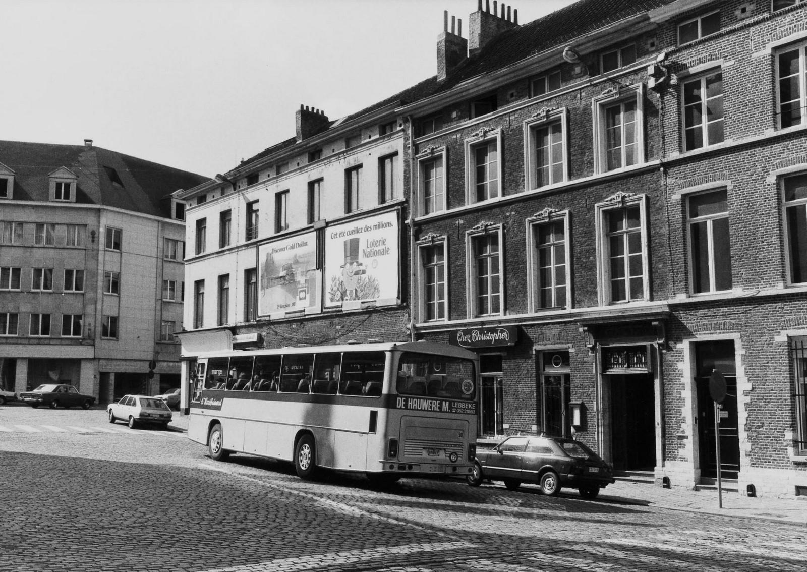 place de la Chapelle 4-5, 6-7, angle rue de la Chapelle., 1980