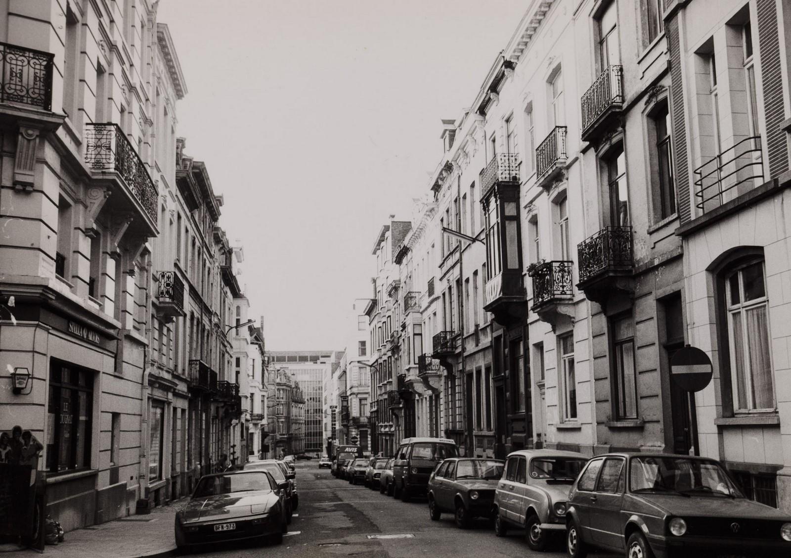 Voorlopig Bewindstraat, zicht naar Koningsstraat., 1984