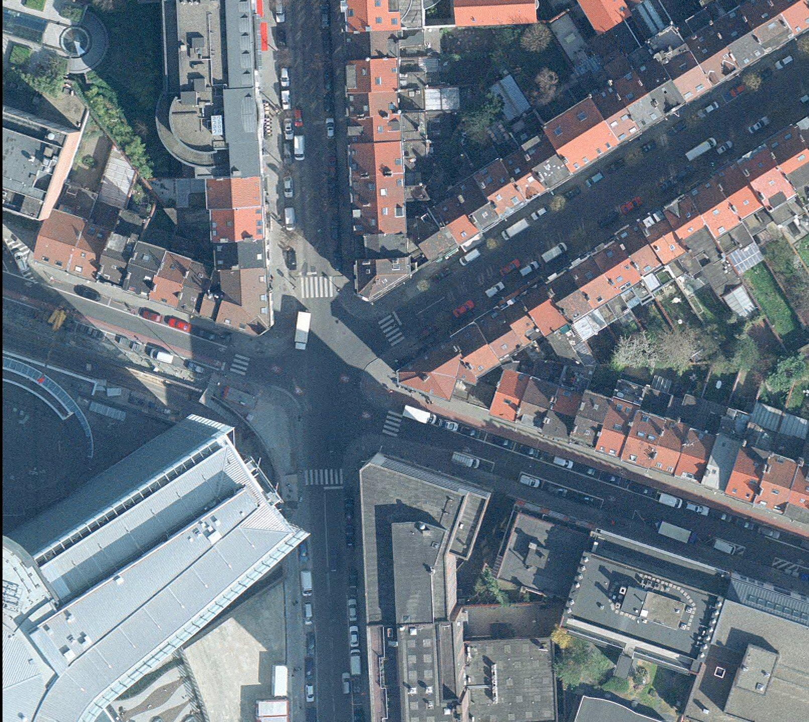 Carrefour Jean Monnet, vue aérienne.© Bruxelles UrbIS ® © – Distribution : CIRB 20 avenue des Arts, 1000 Bruxelles, photo 2009