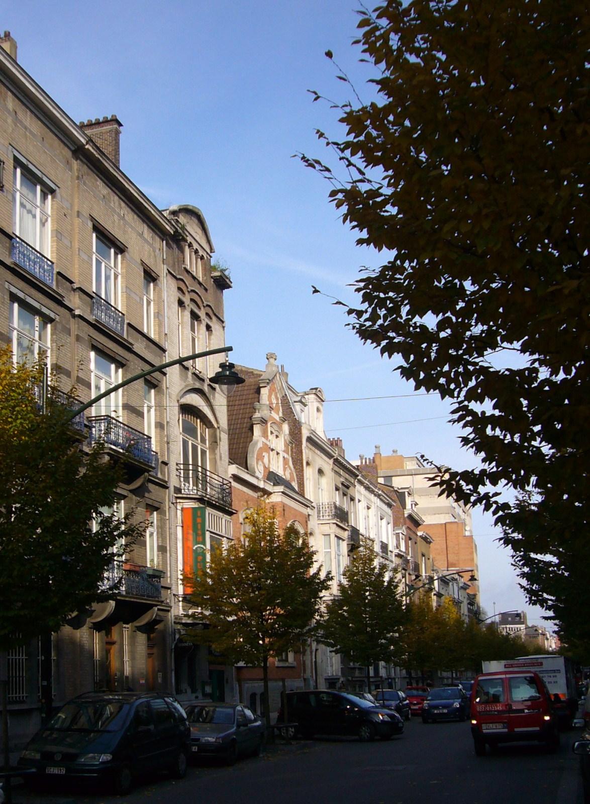 Rue Archimède, second tronçon côté pair vers le square Ambiorix., 2008