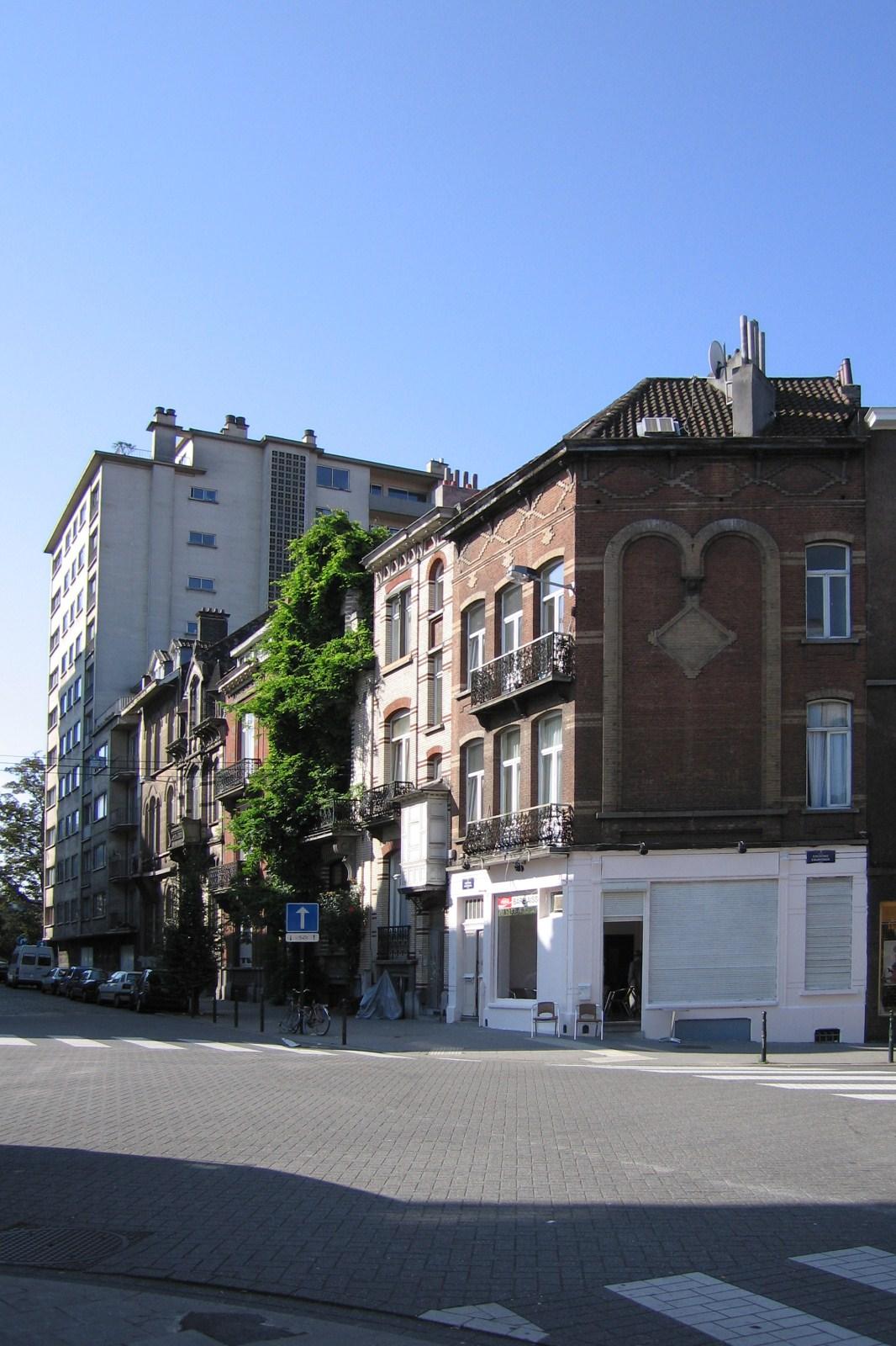 Rue du Cardinal, second tronçon côté impair, vers le square Marie-Louise., 2007