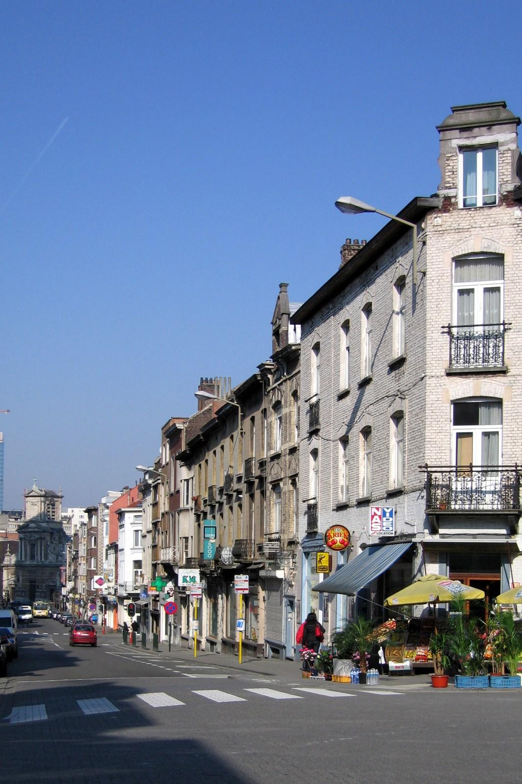 Rue des Éburons, premier tronçon côté pair, vers la place Saint-Josse., 2007